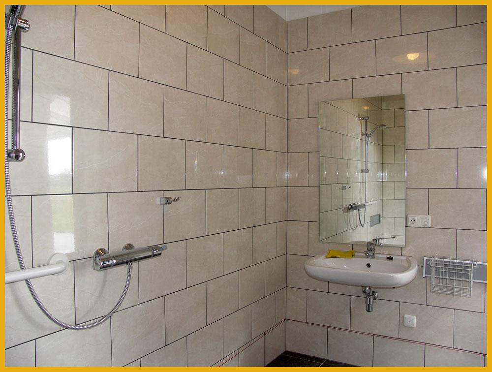 Aldörrum ׀ Facilteiten aangepaste privébadkamer voor campinggasten.